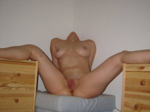 Afia adult dating in Vermont, VT
