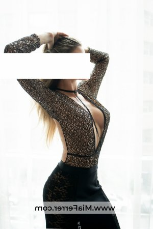 Aurelienne escort girl in Carnoustie